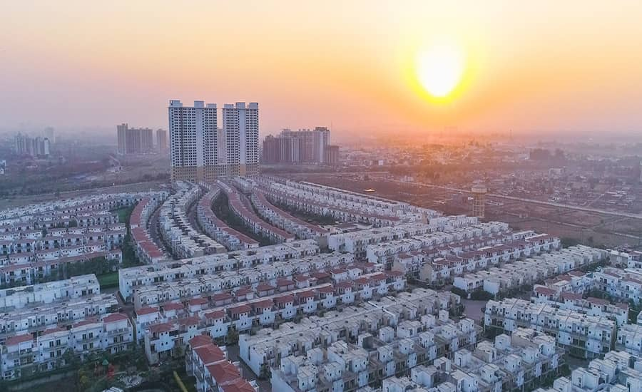 paramount golfforeste apartments villas grater noida